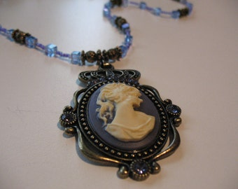 Cameo collection Elizabeth purple necklace.