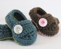 Baby CROCHET PATTERN Button Strap Booties (5 sizes included from newborn-24 months) Instant Download