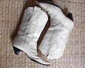 Vintage 70s Women Off White Cowboy boots, Size 8 1/2 M