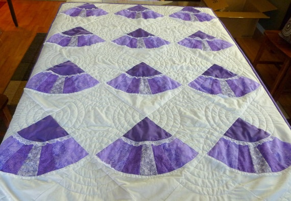 Fan Quilt In Purple and White - Machine Quilted