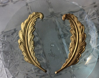Vintage Brass Feathers left and right (1 pair)