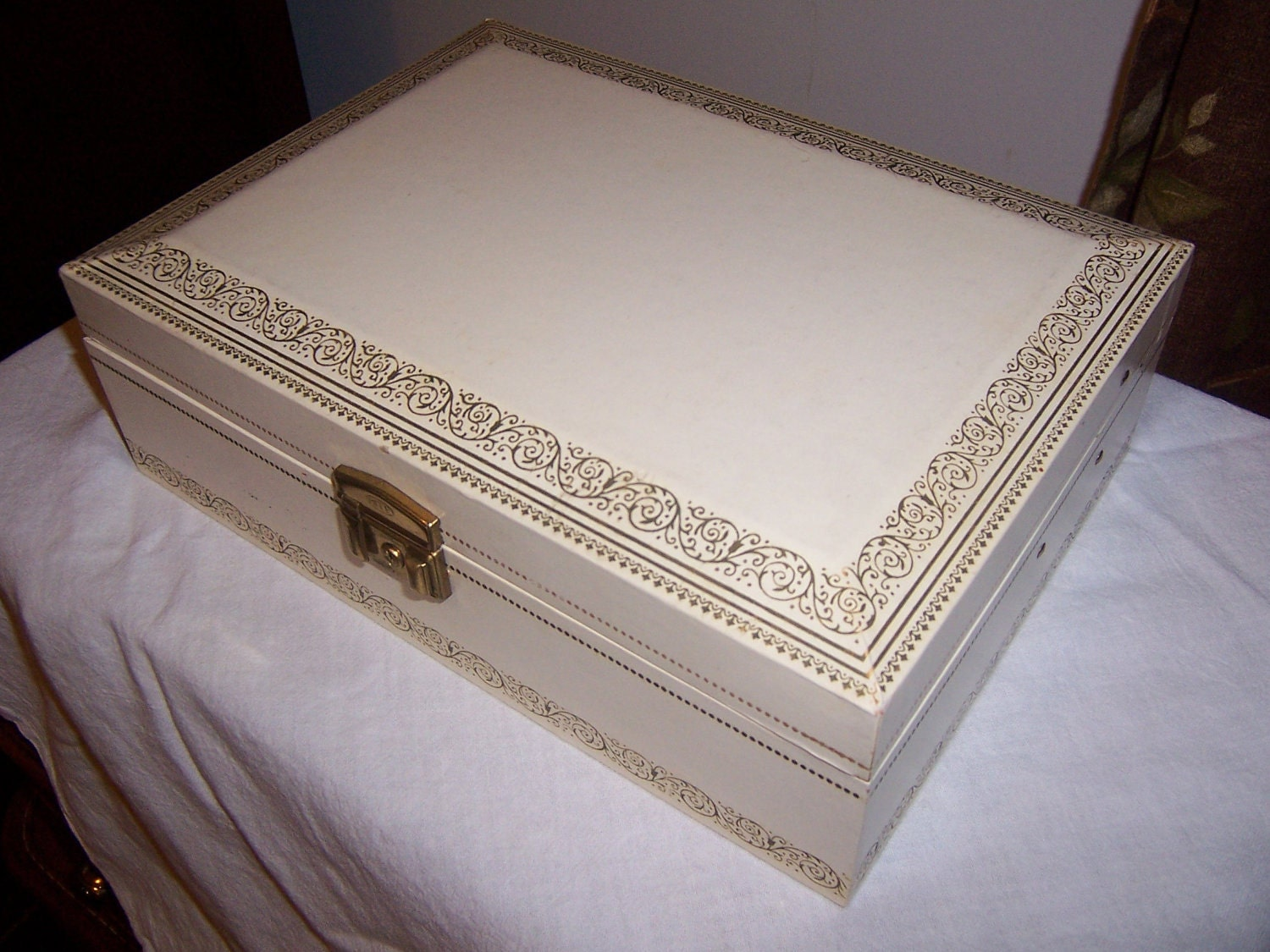 vintage mele jewelry box ivory with red velvet interior