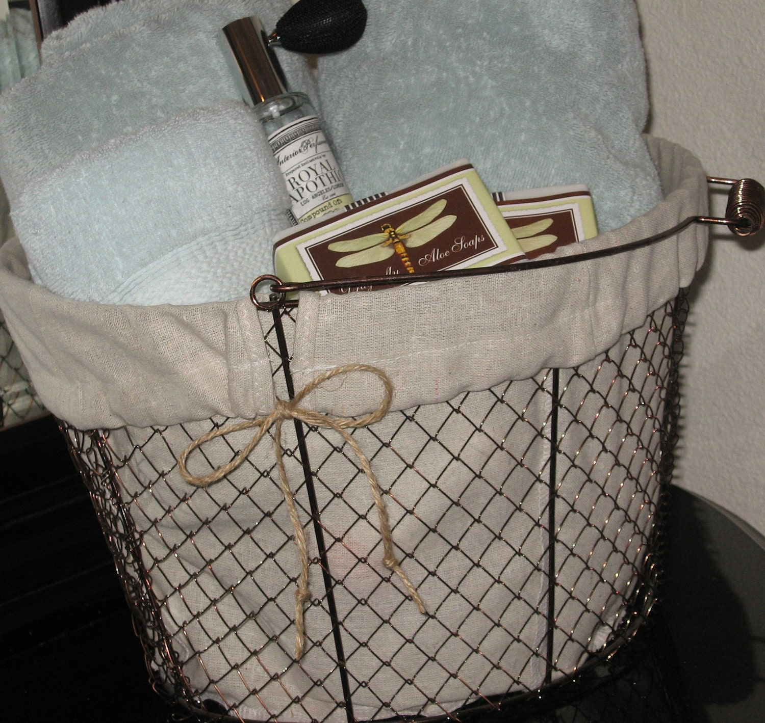 Decorating Bathroom Baskets Towels : Farmhouse wire basket bathroom decor office