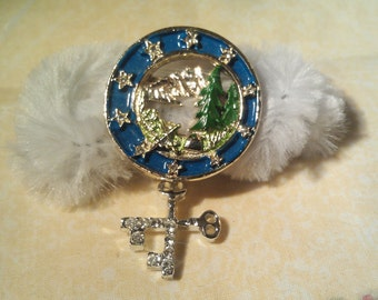1987 Lindeburg Decorative Pin / Brooch With Hanging Charm