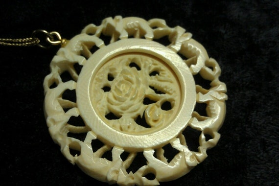 Beautiful Vintage Pre Ban Ivory or Ox Bone 2 Part Moveable Carved Necklace