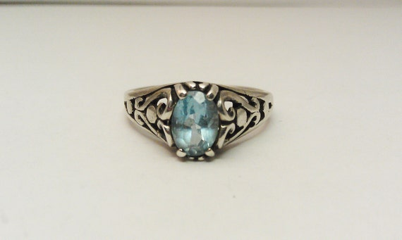 Vintage 925 Silver Ring With Aquamarine or Blue Topaz and Filigree Design - Sz 6