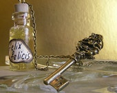 Felix Felicis / Liquid Luck - Harry Potter Potion Vial Necklace - Skeleton Key