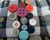 "13 Craft buttons, plastics, mixed colours, styles and sizes. 13 in the group. Sizes 0.25"" to 1"".    YRC11.10-5."