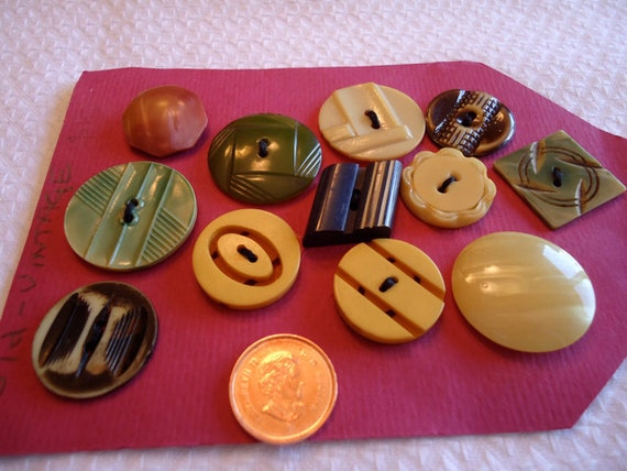 12 Vintage Celluloid and Bakelite buttons, mixed colours,and  styles, sizes. . PFM10.6-12