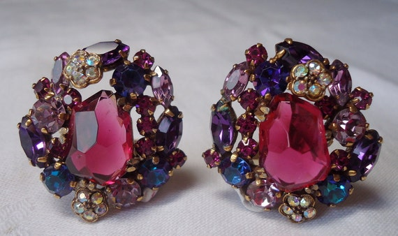 Vintage WEISS clip on ear rings, Aurora borealis stones, multiple colours, lovely detail. TROVAN12.2-4.6.