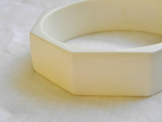 Vintage Ivory Lucite Bangle Bracelet
