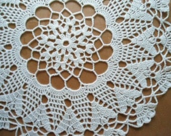 Round crochet doily / lace doilies / placemat / table decor / 12 inches