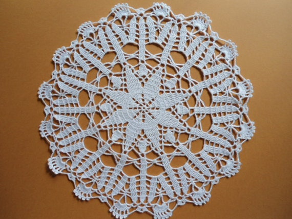 White Crochet Doily / Lace Doilies / Round / 13 inches