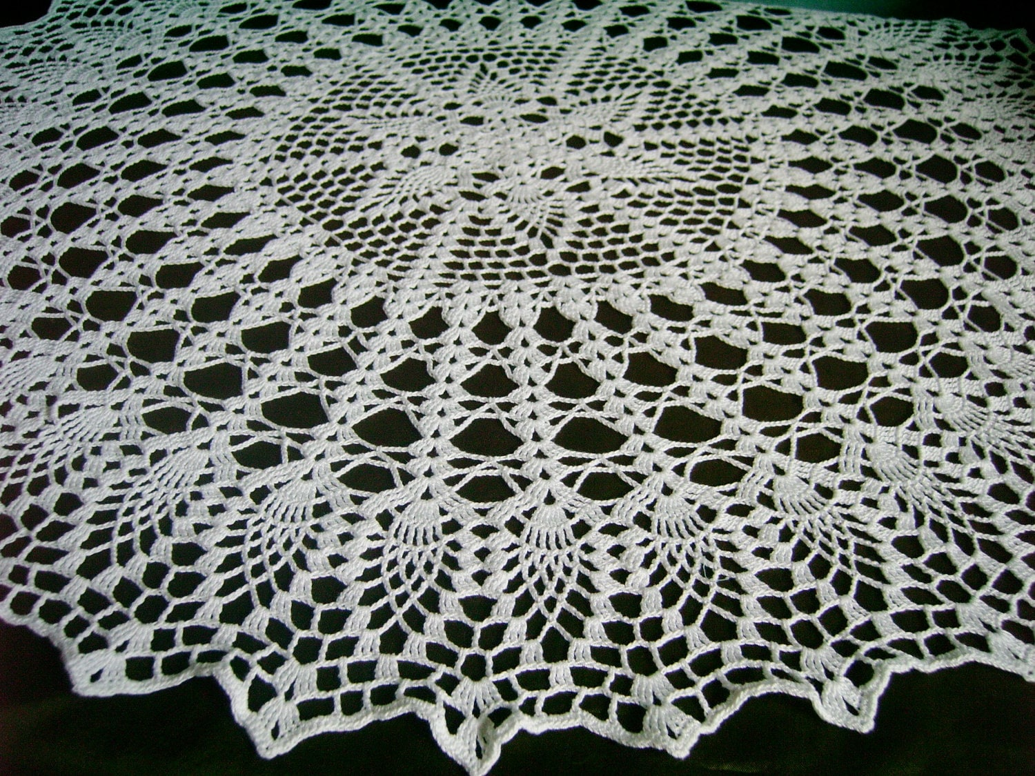 White Crochet Doily / Large Doily / Pineapple / Round 28