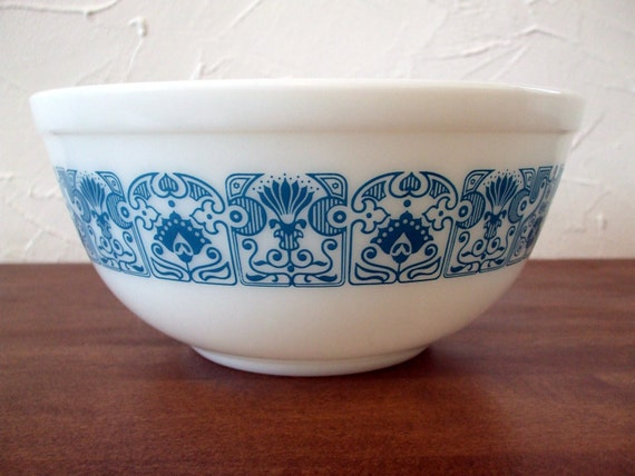 Pyrex Horizon Blue Mixing Bowl 2 1/2 quarts