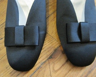 Vintage Navy Blue Pump Satin Like Fabric Shoe Pumps with Bow 6 Lord and Taylor 1980s Party Shoes