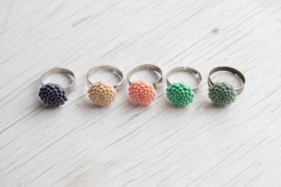 Flower Ring . Adjustable . Romantic . Spring colors . Mint . Lilac . Peach . Cream . Green