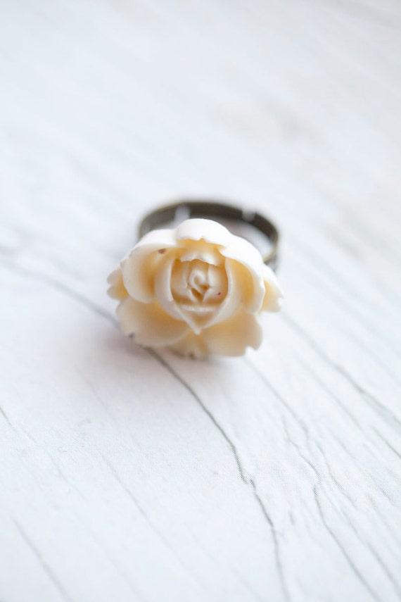 White Flower Ring . Adjustable . Romantic . Statement ring . Bridal