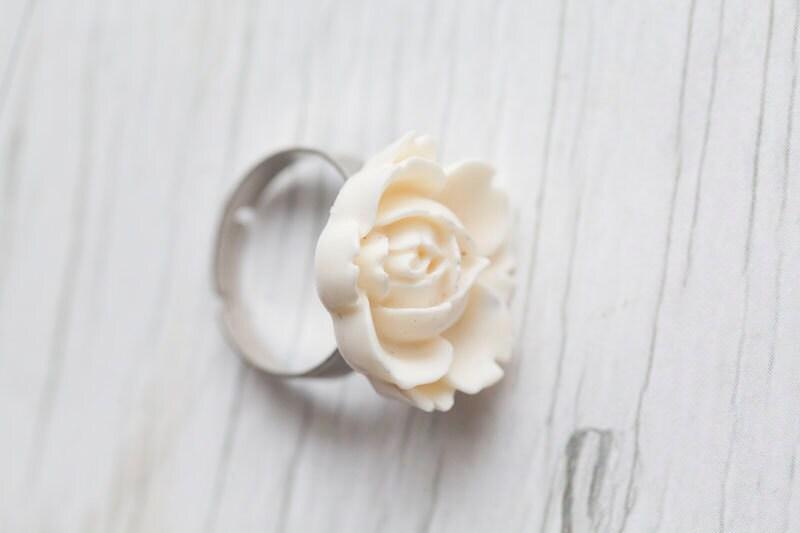 white flower ring adjustable statement ring
