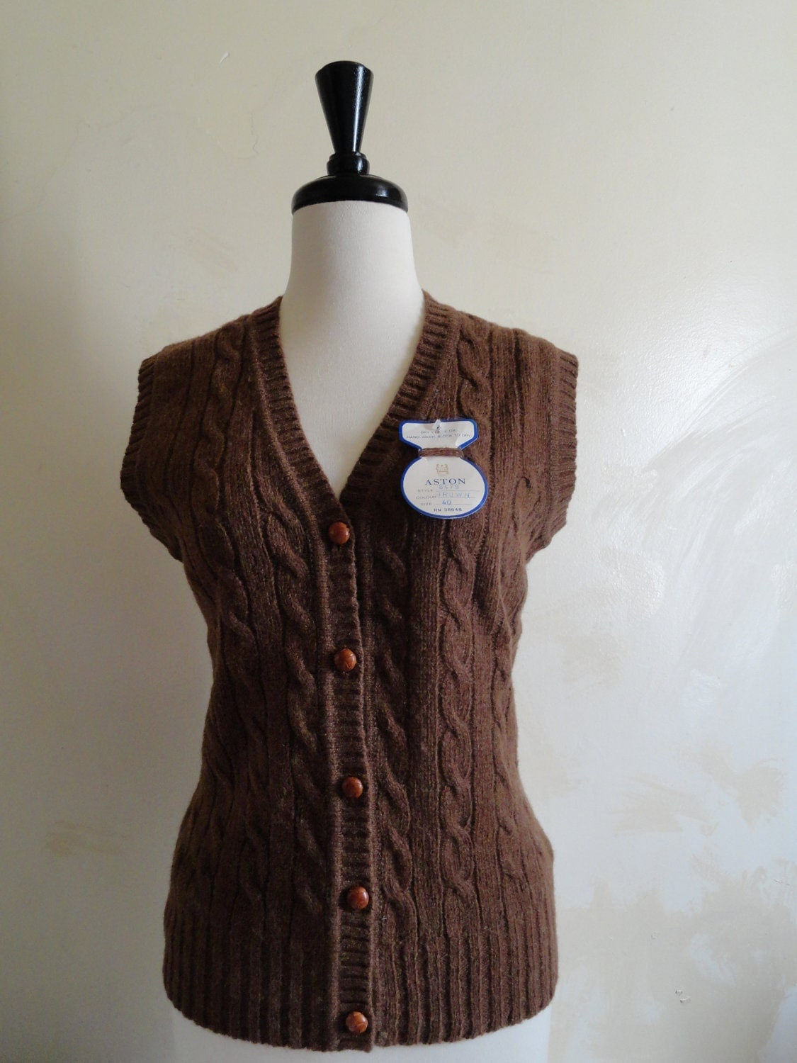 Vintage Aston Womens V Neck Cable Knit Sweater Vest Sheltland