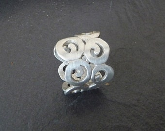 Caracoles, Sterling silver ring
