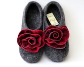 "Felted slippers ""Red&grey roses"""