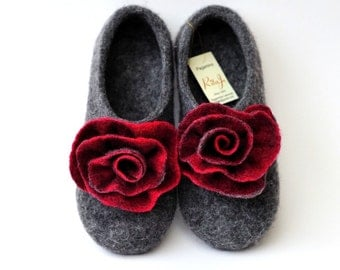 """Felted slippers """"Red&grey roses"""""""