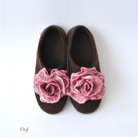 Felted slippers from softest merino wool with pair felted roses brooches