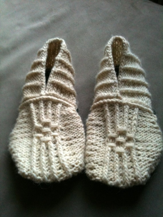 Knitted House Slippers Pattern : Japanese House Slippers Pattern by WoolRepublic on Etsy