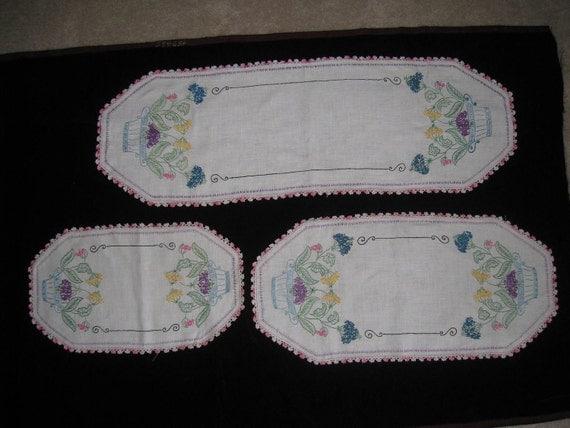 vintage ivory linen 3 piece floral bureau scarf set by shopolga