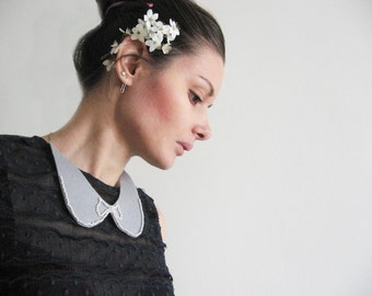 Romantic pearl collar bib- Peter Pan collar- pearls bow- small shabby chic pearls