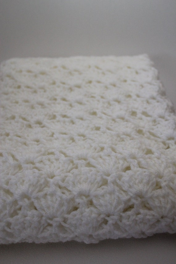 Items similar to Crochet Baby Blanket - Shell Stitch with Decorative ...