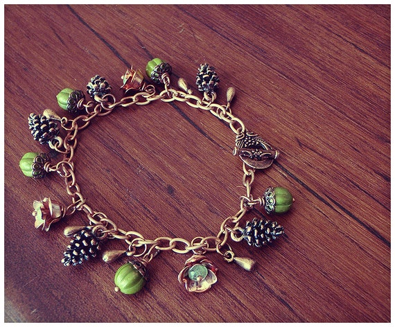 Forest Floor // Pine cones and Green Berry Beads // Copper Charm Bracelet