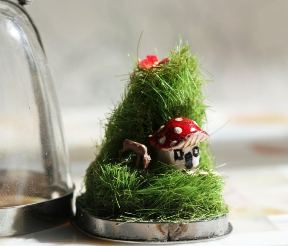 Terrarium Necklace, Diorama Pendant Miniature Deer and Mushroom house