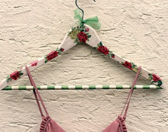 Wooden Hanger, Shabby Chic, Romantic, Eco Friendly - Red roses