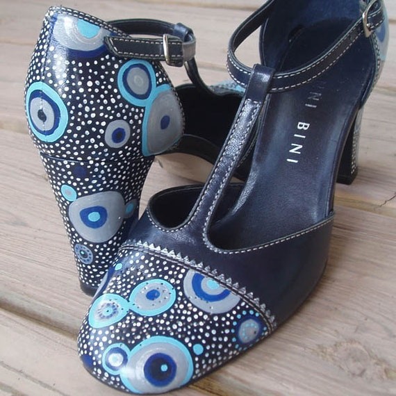 Dreamtime Tango hand painted shoes W7.5