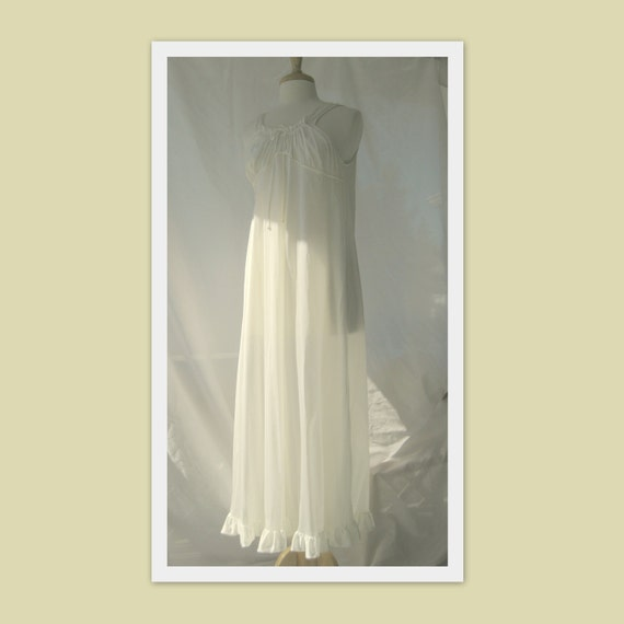 Vintage White Full Length Nightgown Size Small