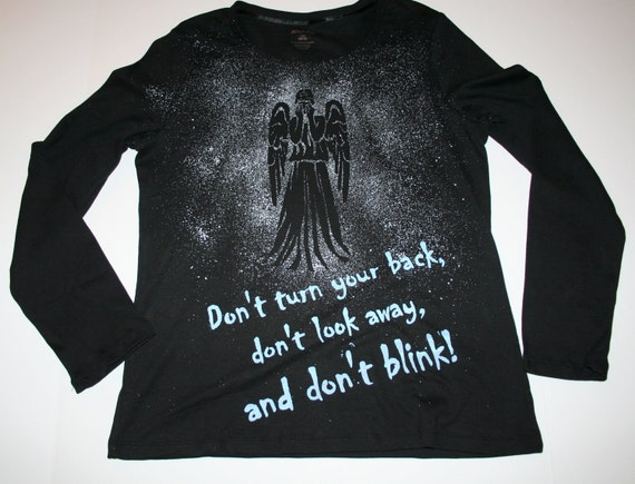 Women's Doctor Who Weeping Angel Don't Blink Tardis Shirt Size Large