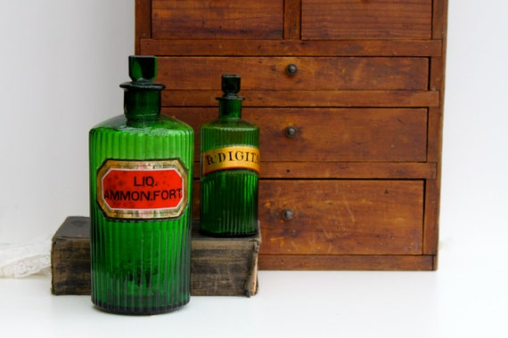 Antique apothecary bottle / Free shipping in the USA