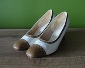Vintage 1960s White and Tan Spectator Shoe with Oxford Style Details Size 8