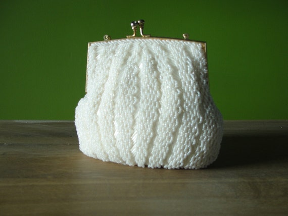 Vintage 1950s DU VAL Cream White and Pearlized Glass Beaded Clutch Hand Bag