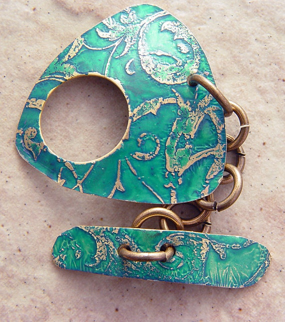 "Etched Brass Toggle Clasp, Turquoise Blue Lace Pattern, 1.25"" x 1.25"", Triangle"