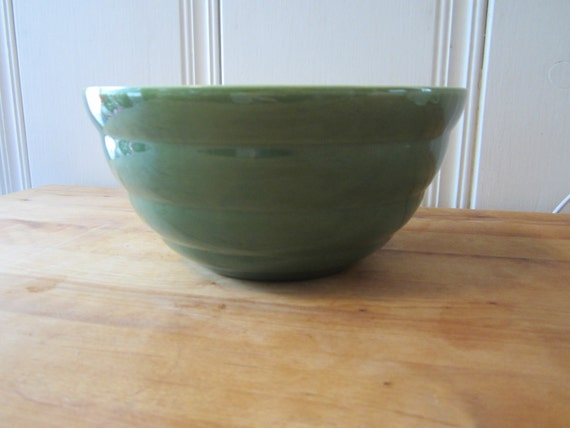 RESERVED FOR JEANETTE - A Vintage Green Bauer Bowl