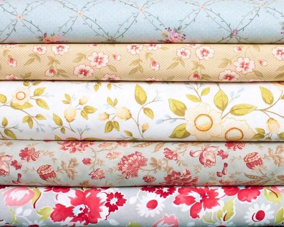 Soft Florals - 5 fat quarter pieces (B108)