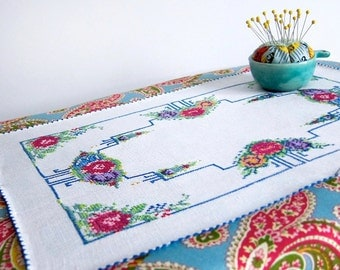 Embroidered Placemat Set with Flowers, Vintage