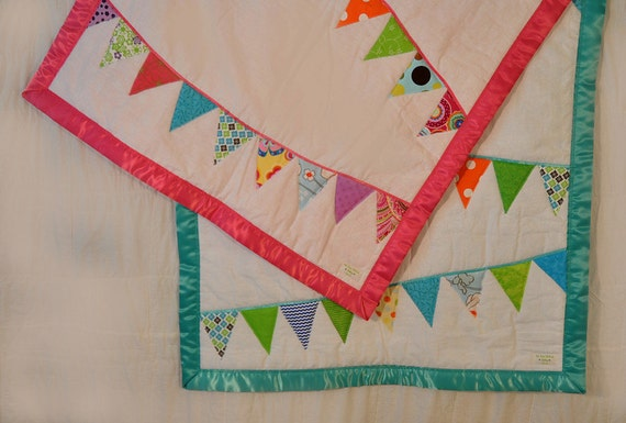 Bunting Quilt. Flag Banner blanket, pennants. Baby Bunting Quilt. Girl Quilt