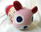 Worm Toy plush friendly - Fleece and Cotton - Hand embroidered