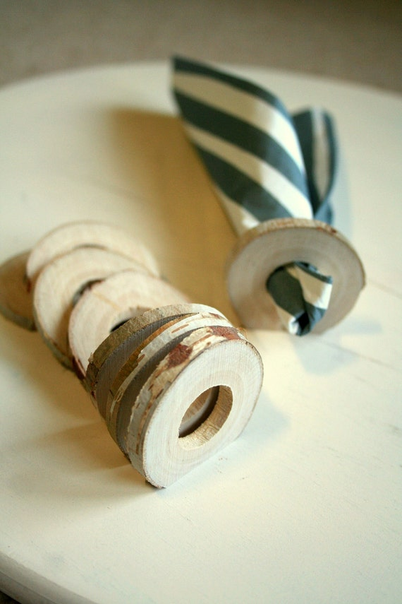 Wooden napkin rings - home decor - cosy table set - set of 8 - birch wood - rustic thin plain - from the Netherlands - by Ligamentum