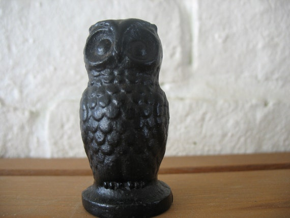 Vintage Cast Iron Owl - Minature - Paper Weight - Decoration