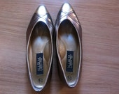 vintage silver and gold metallic highlights flats // women's size 7.5